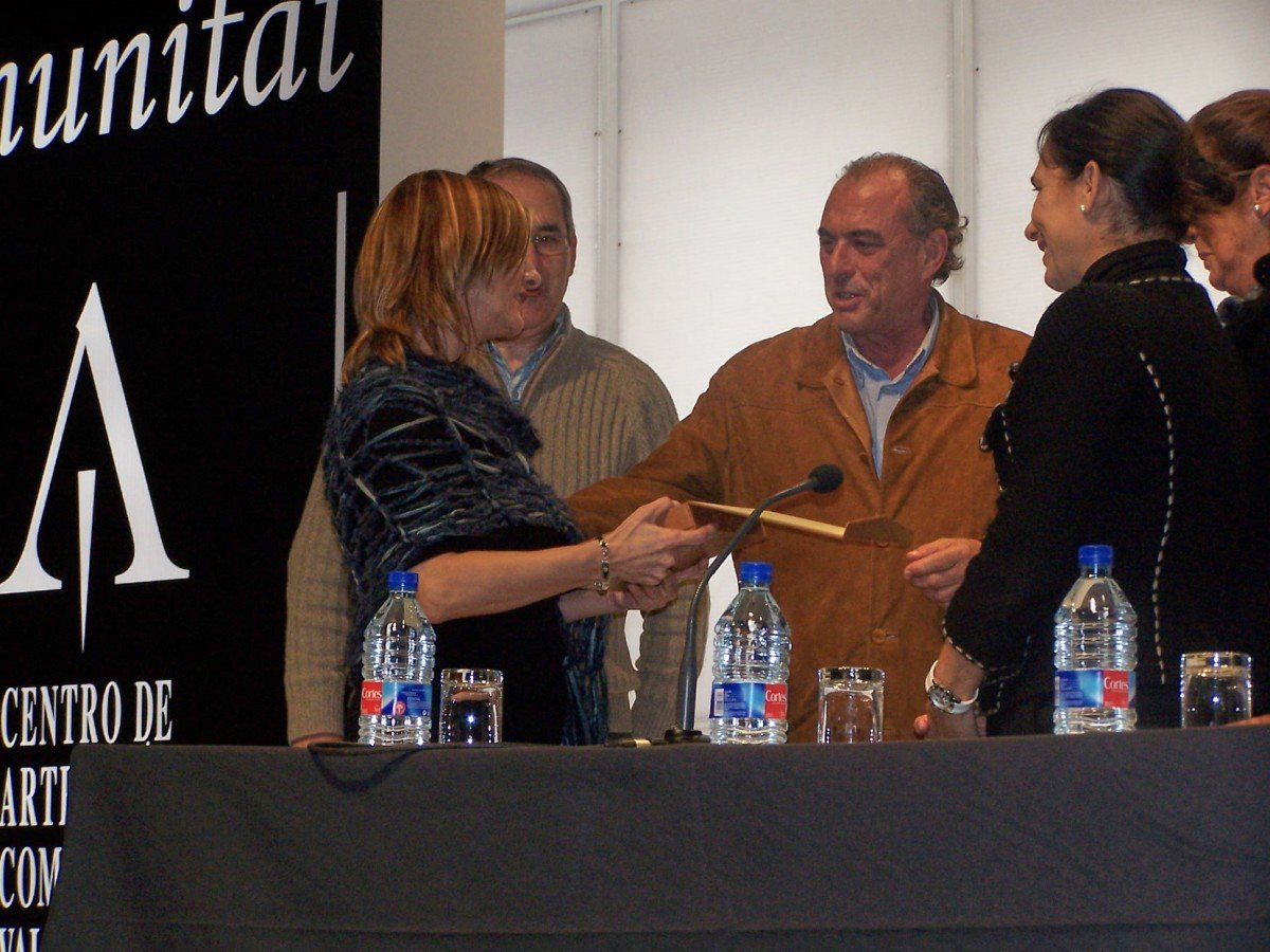 Receiving the award from the Centre of handicrafts of the region of Valencia